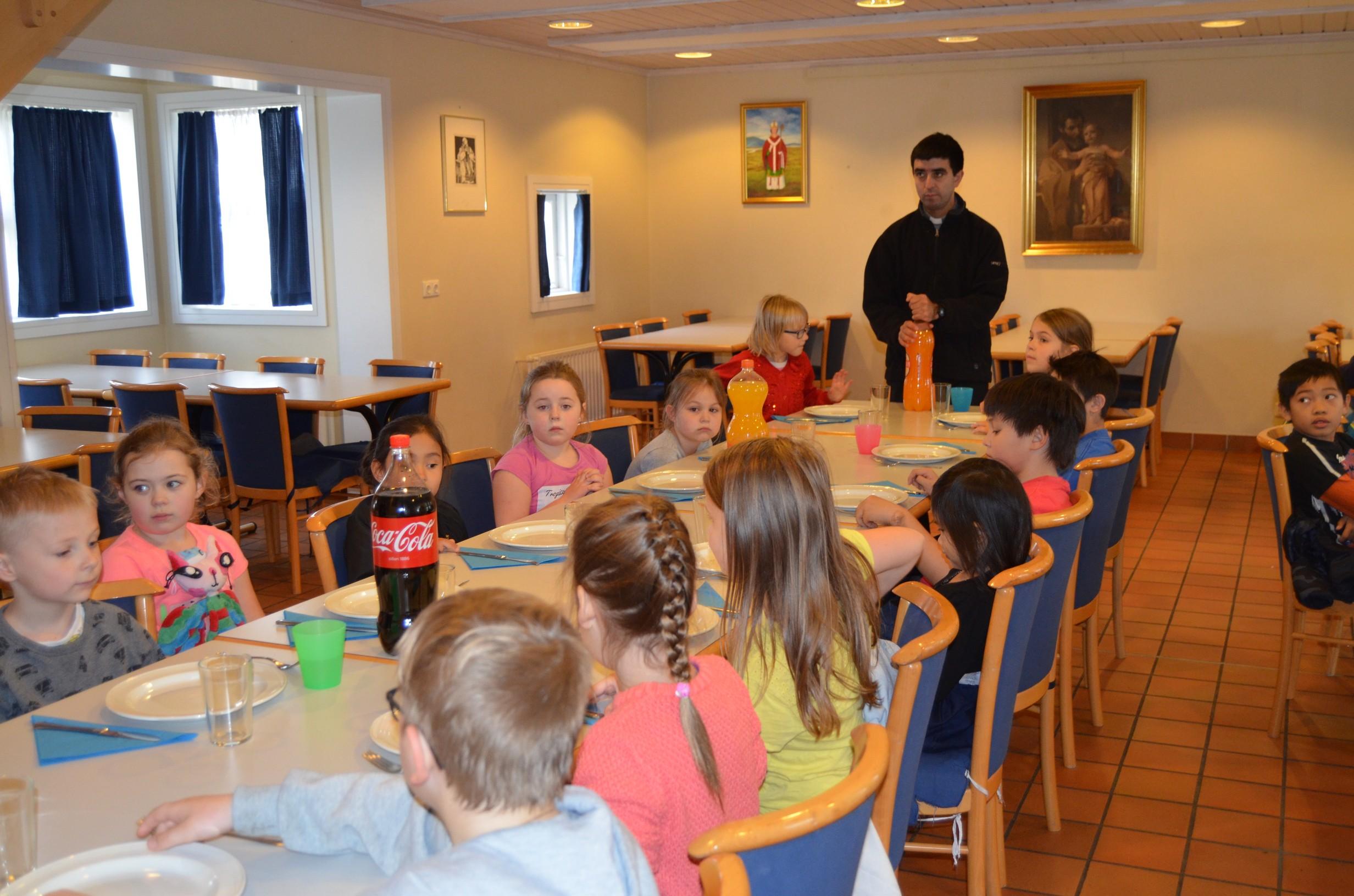 IVE-SSVM-Retreat-Comunion-kids-Iceland12